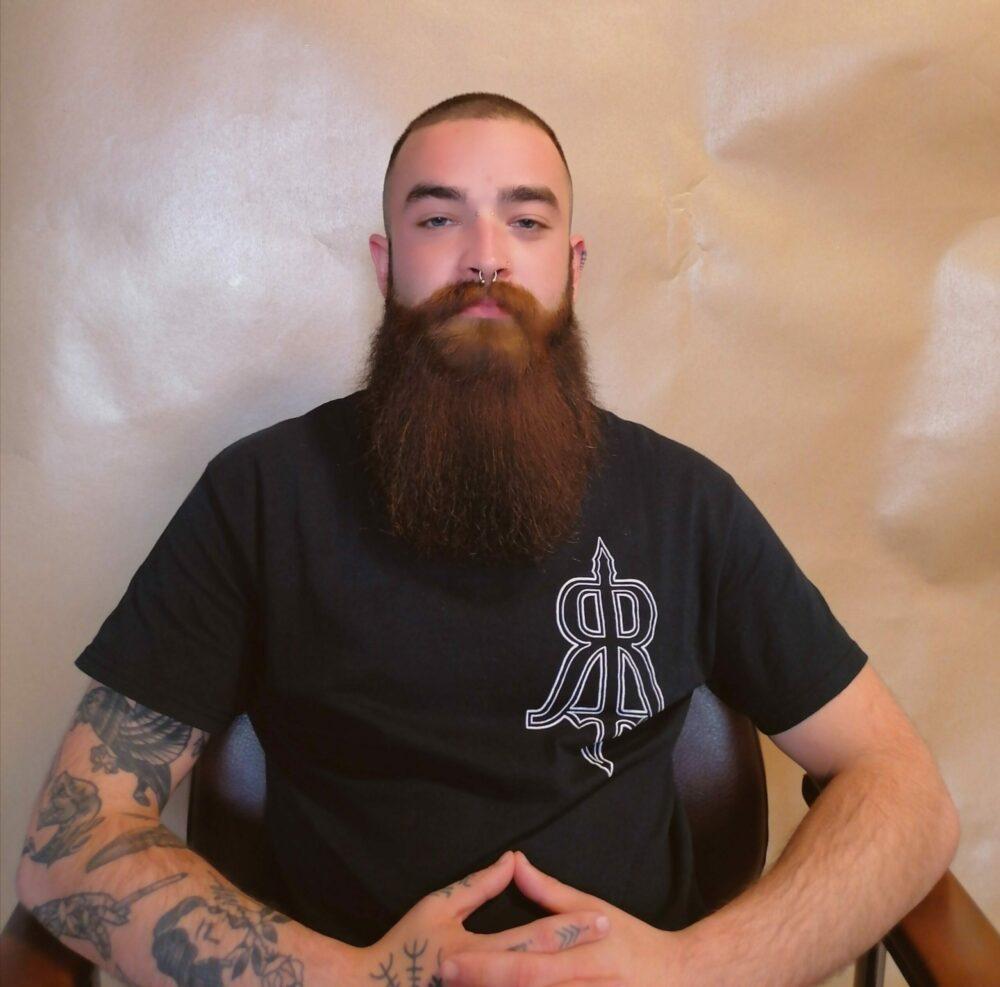 Mogen we je voorstellen aan Max? Max is de nieuwe barbier in onze barbershop. Boek alvast een afspraak.